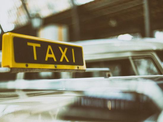 В Кемерове таксист отказался везти ребенка, испачкавшего машину