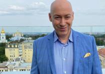 Известный украинский журналист Дмитрий Гордон заявил в эфире передачи «Хард с Влащенко» на «Украина 24», что Украина разваливает саму себя изнутри, а обвинения в адрес российского президента Владимира Путина неуместны