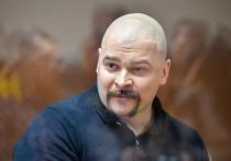 Отец Максима Марцинкевича по прозвищу Тесак (был найден мертвым 16 сентября 2020 года в камере в СИЗО № 3 Челябинска) осмотрел тело сына и заявил об увиденных им следах пыток