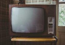Маракотов коротал вечер наедине с телевизором