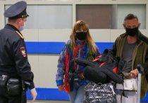 В соответствии с распоряжением главы Роспотребнадзора Анны Поповой, всех прибывающих из-за границы россиян обязали находиться на изоляции по месту жительства до получения отрицательного теста на COVID-19