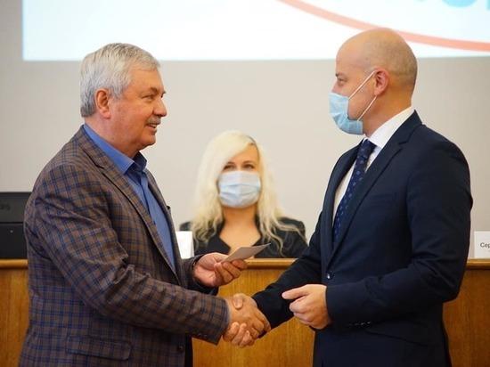 Депутаты Законодательного собрания Челябинской области получили удостоверения