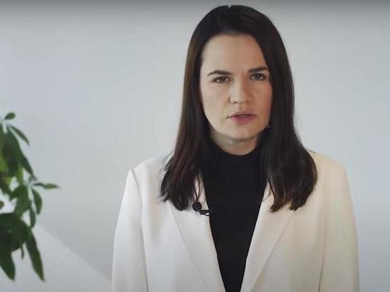 Тихановская сожалеет, что Путин поддерживает диктатора