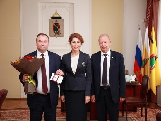 Рокотянская вручила медаль главврачу станции скорой помощи
