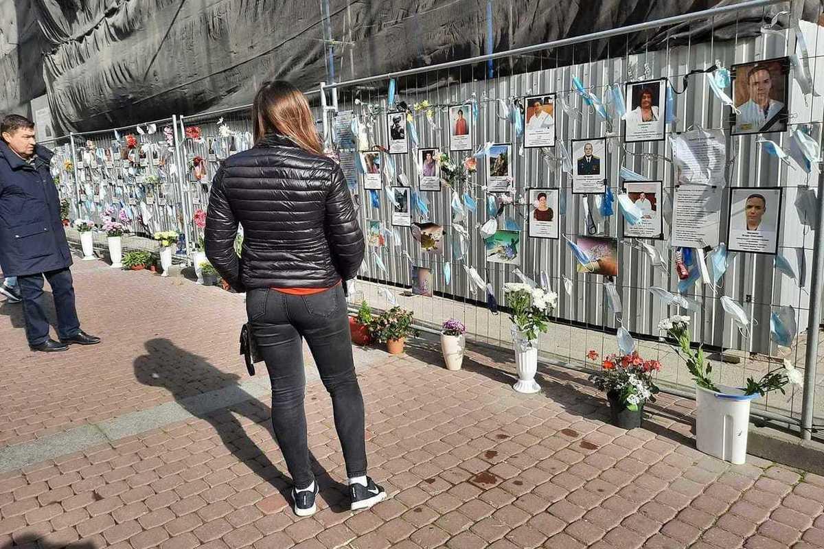 Беглов пообещал сохранить в Петербурге стену памяти погибшим медикам