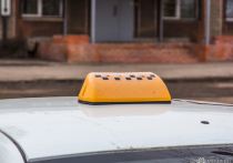 Таксист из Кемерова оплатил бензин картой клиента