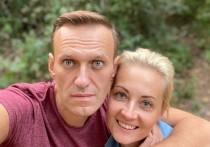 """Выписанный из берлинской клиники """"Шарите"""" оппозиционер Алексей Навальный обратился к пилотам и врачам скорой помощи - людям, которые, по его словам, помогли ему избежать смерти"""