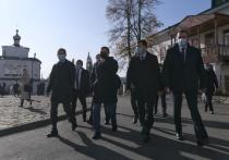 Якушев и Куйвашев открыли обновленную Центральную площадь в Верхотурье