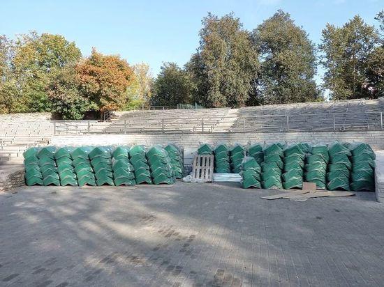 В псковский Зеленый театр доставили новые кресла