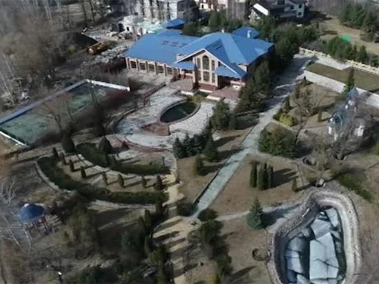 В штабе Навального потребовали снести забор вокруг усадьбы поп-короля