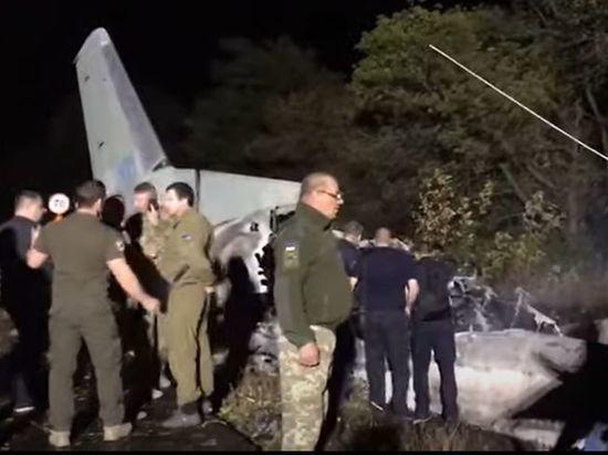 На военно-транспортном самолете Ан-26 ВВС Украины, который разбился под Харьковом, могла произойти серия отказов, которые пилоты не смогли парировать
