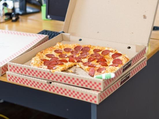 Пользователи соцсетей собрали $12 тыс. для пожилого доставщика пиццы