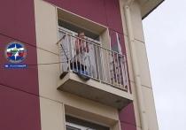 В Новосибирске жительница одного из многоэтажных домов стала пленницей дочери