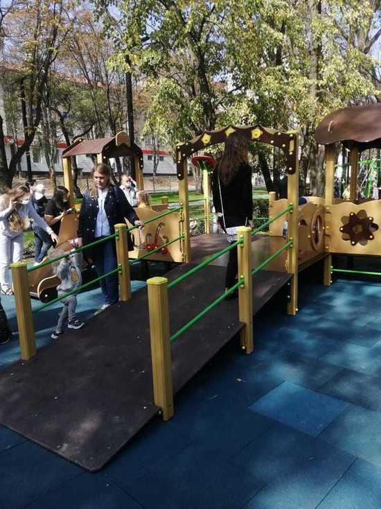 Сквер с игровой инклюзивной площадкой открыли в Ставрополе