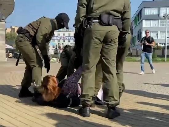 В центр Минска стянули силовиков, начались задержания