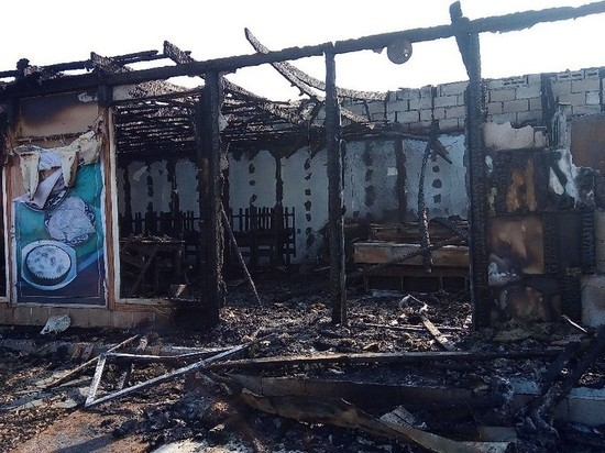 В Михайловском районе сгорело придорожное кафе узбекской кухни