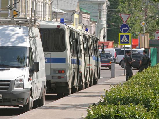Нетрезвые москвичи занялись сексом в автозаке полиции