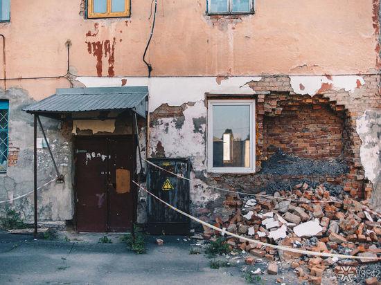 В Кузбассе в многоквартирном доме обрушился потолок