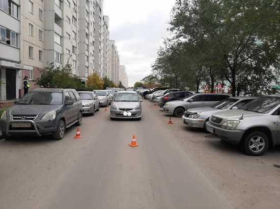 Сотрясение мозга: машина сбила играющего ребенка в Новосибирске