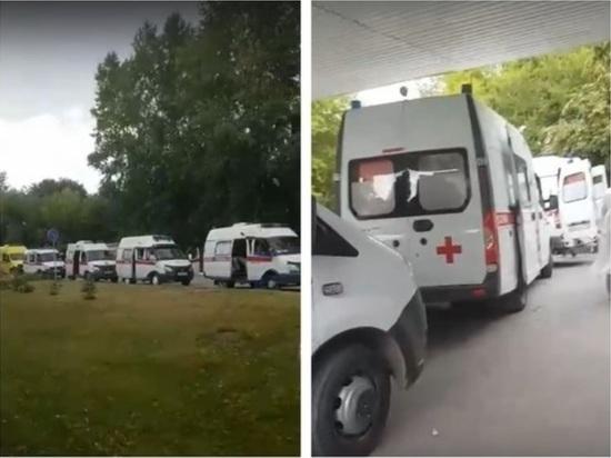 К новосибирским больницам снова выстроились очереди скорых