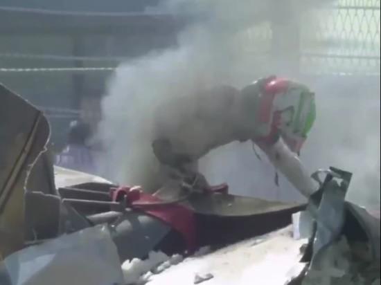"""Опубликовано видео страшной аварии, остановившей гонку """"Формулы-2"""" в Сочи"""
