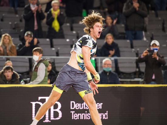 Российский теннисист одержал верх над Стефаносом Циципасом на турнире в Гамбурге