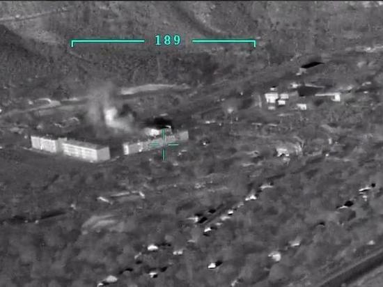 Министерство обороны Азербайджана опубликовало новое видео удара турецкого средневысотного ударного дрона Bayraktar TB2 по складу боеприпасов в Армении