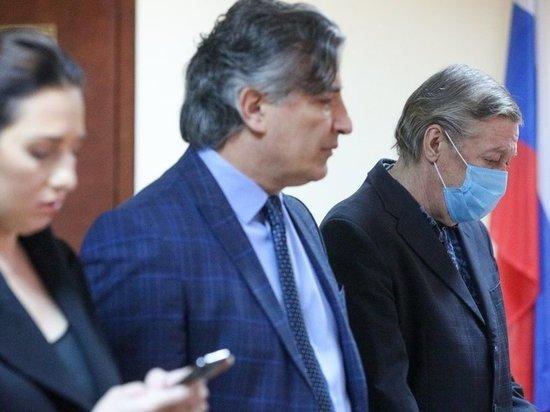 По мнению наших экспертов, все идет к тому, что апелляционная инстанция может признать — права Михаила Ефремова в суде на защиту были нарушены, а значит, дело о смертельном ДТП с участием актера должно быть пересмотрено