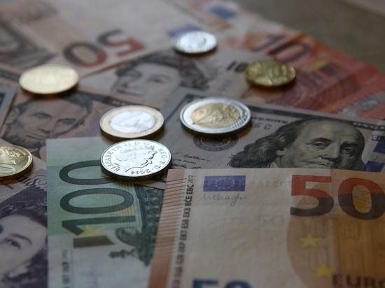 Курс евро на Мосбирже впервые с января 2016 года превысил 93 рубля