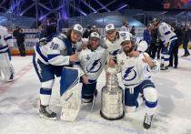 В НХЛ завершился сезон яркой финальной серией между «Тампой» и «Далласом». Победу одержали «молнии», а вместе с ними четверо россиян: Никита Кучеров, Андрей Василевский, Михаил Сергачев и Александр Волков вписали свое имя в историю турнира. «МК-Спорт» расскажет, как хоккеисты отмечали победу.