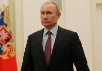 Дмитрии Песков в беседе с журналистами подтвердил сообщение южно-корейской стороны, объявившей, что в ходе телефонного разговора с президентом этой страны Владимир Путин пообещал посетить Южную Корею, когда сделает прививку от коронавируса