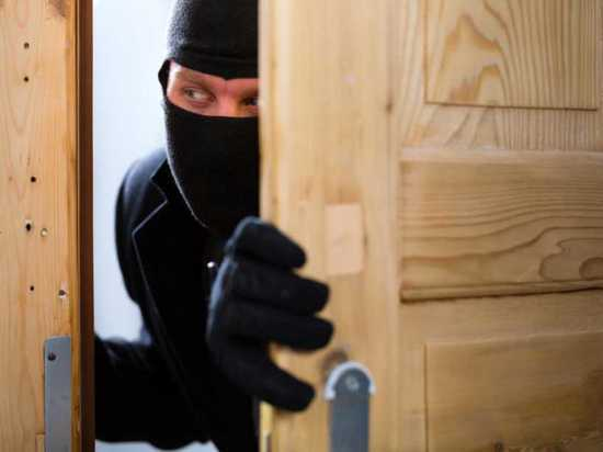 Вор похитил айфон из квартиры спящей жительницы Чебоксар
