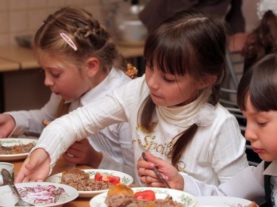 """Путин приказал Роспотребнадзору не """"слезать с темы"""" питания в школах"""