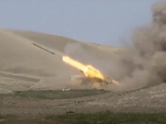 Стороны конфликта в Нагорном Карабахе направили в зону боевых действий самые мощные системы вооружений