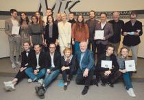 Всегда премия «МК» славилась высокой концентрацией театральных звезд (от начинающих до мэтров) и скоростной церемонией, сравнимой разве что с болидами «Формулы-1»