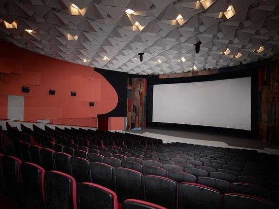 В этом месяце открылись кинотеатры после отмены большей части санитарных ограничений в рамках борьбы с пандемией COVID-19