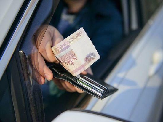 В Чебоксарах двух бывших гаишников оштрафовали за взятку