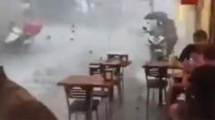 Ливень с гигантским градом накрыл Стамбул: видео