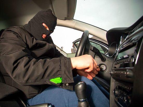 Пьяный житель Тверской области избил водителя и уехал на его машине