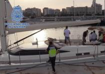В ходе крупнейшей в истории операции по борьбе с наркотрафиком по морю испанской полиции удалось задержать банду, перевозившую 35 тонн гашиша на парусных лодках