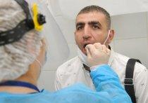 Как отличить простую осеннюю простуду от коронавируса и почему мазок из ротоглотки способен распознать инфекцию далеко не у каждого пациента, рассказали врачи