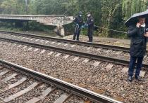 В Киеве близ оживленной железнодорожной ветки в Шевченковском районе обнаружили иностранку, предположительно совершавшую утреннюю пробежку