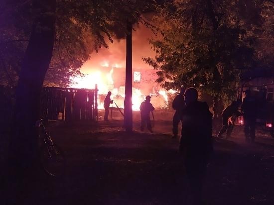 В Каменске сгорел частный двухэтажный дом
