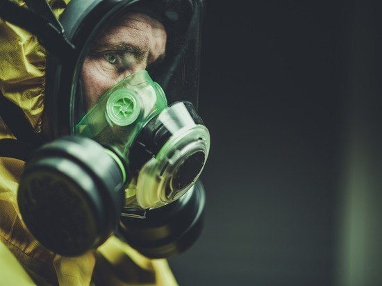 В петербургском метро медицинские маски подешевели до 10 рублей
