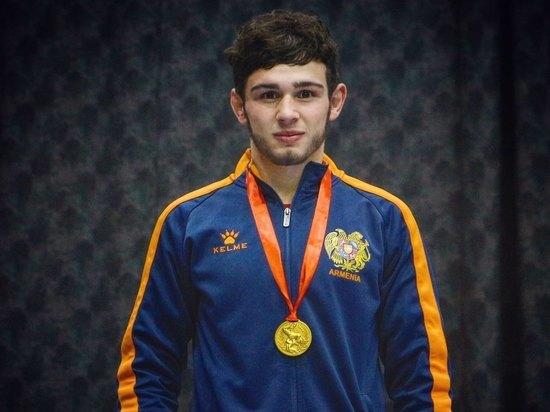 20-летний армянский борец вольного стиля, победительчемпионата Европы 2019 года, бронзовый призер молодежного чемпионата мира Арсен Арутюнян отправился добровольцем в зону боевых действий в Нагорный Карабах