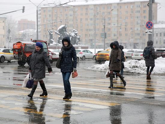 """Главный специалист столичного """"Метеобюро"""" Татьяна Позднякова рассказала, когда в этом году москвичам стоит ожидать первого снега"""