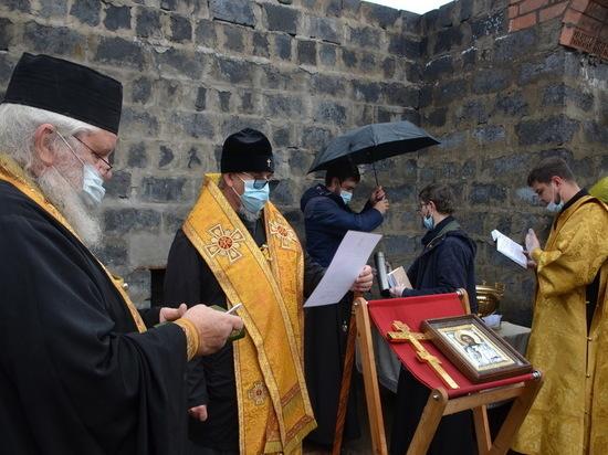 Владыка Димитрий заложил храм в читинской колонии