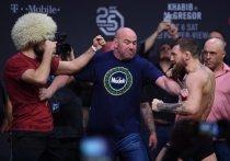 Бывший чемпион UFC в двух весовых категориях Конор Макгрегор в сентябре наделал шуму в информационном поле: то он начудил на Корсике, то объявил о бое с легендой бокса Мэнни Пакьяо, то анонсировал реванш с Дастином Порье. А еще поругался с президентом UFC Даной Уайтом и отказался, по словам промоутера, от поединка с Хабибом Нурмагомедовым. «МК-Спорт» - обо всем подробнее.