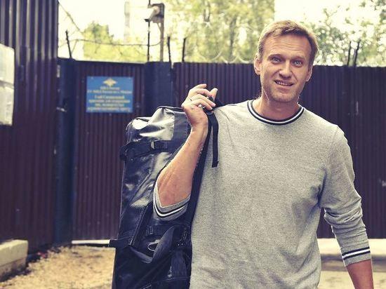 Навальный заявил, что подает в суд на Пескова