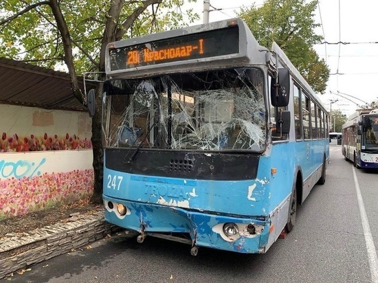 В Краснодаре «Газель» врезалась в троллейбус, есть пострадавшие